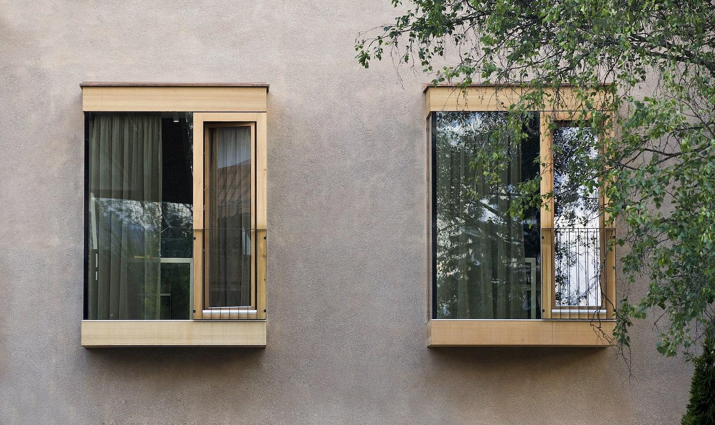 Geschosshohe Fenster außen